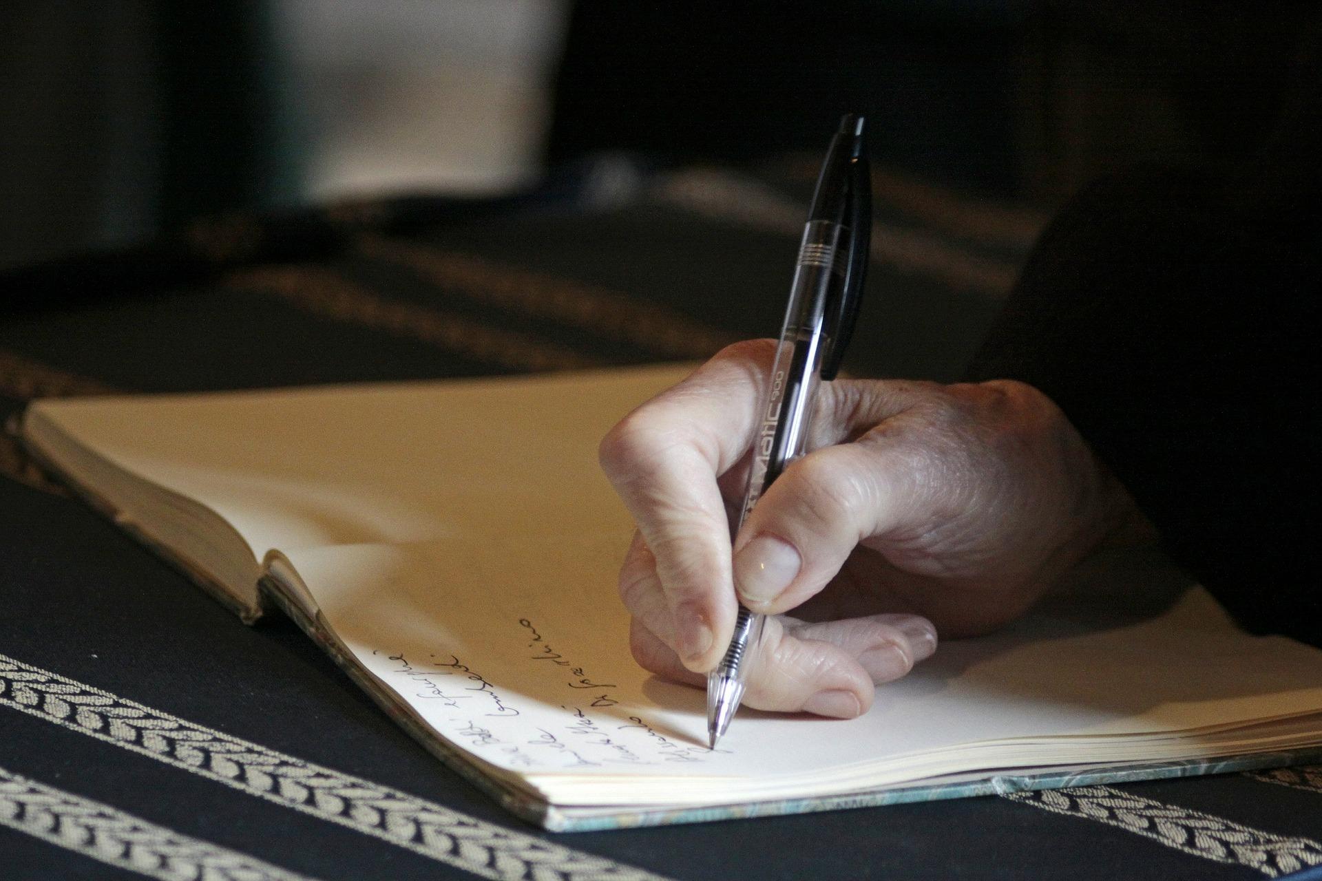 hand 325321 1920 - Di chúc của người không biết chữ sẽ như thế nào?