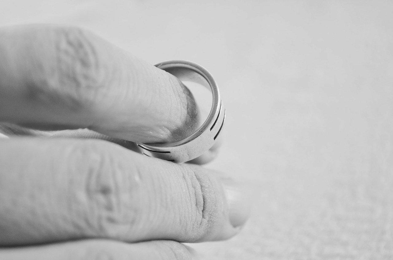 hand 83079 1280 - Thời gian giải quyết ly hôn thuận tình?