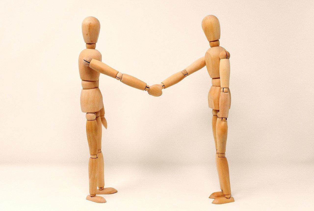holding hands 3139604 1280 - Điều kiện để hợp đồng bằng miệng có giá trị
